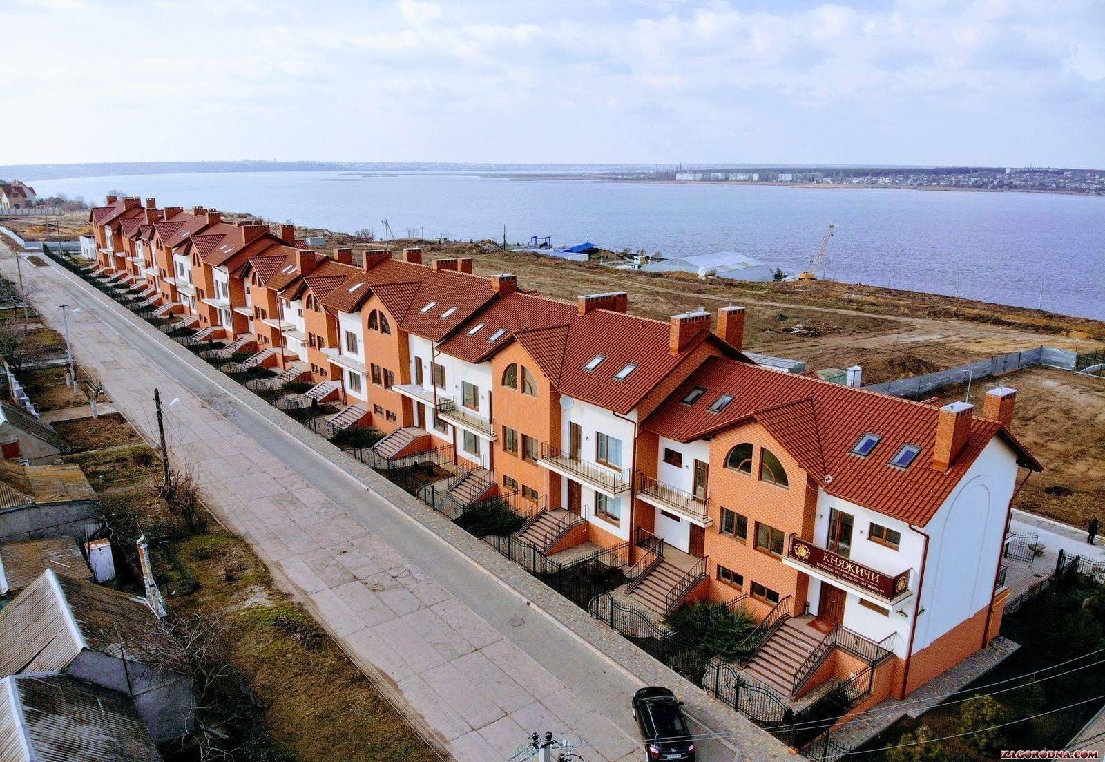 On the country market of the Nikolaev area preference is given to townhouses