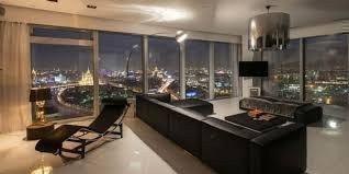 Картинка: Хто обирає життя в апартаментах?