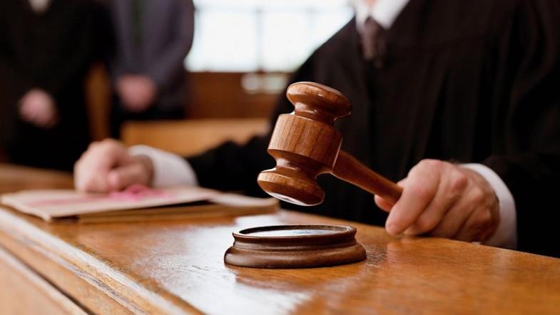 Суд арестовал недвижимость Алексея Азарова