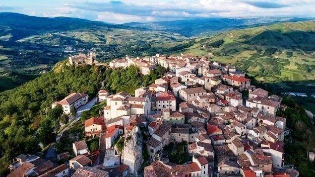 Распродажа: дома в Италии  продаются за 1 евро картинка