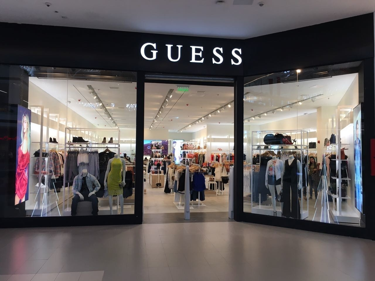Картинка: Guess закроет 100 магазинов