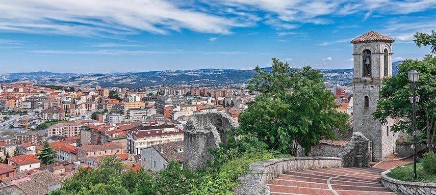За переезд в Италию обещают ежемесячно платить 700 евро