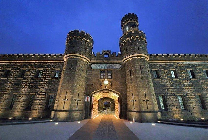 Старинную австралийскую тюрьму превратили в кинотеатр картинка