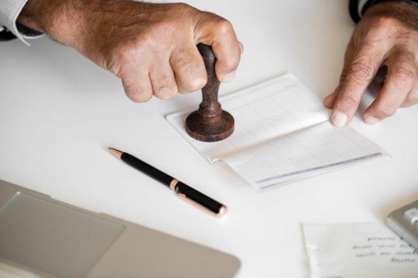 Кабмин усилил контроль за действиями государственных регистраторов. Картинка