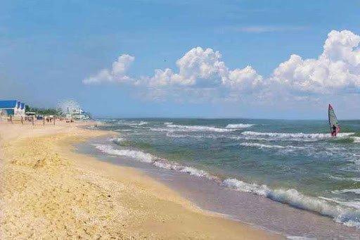 Картинка: суд требует снести самострой на берегу Азовского моря