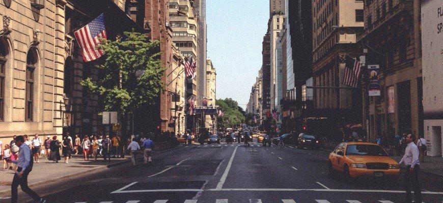 Попит на громадянство США в світі не слабшає