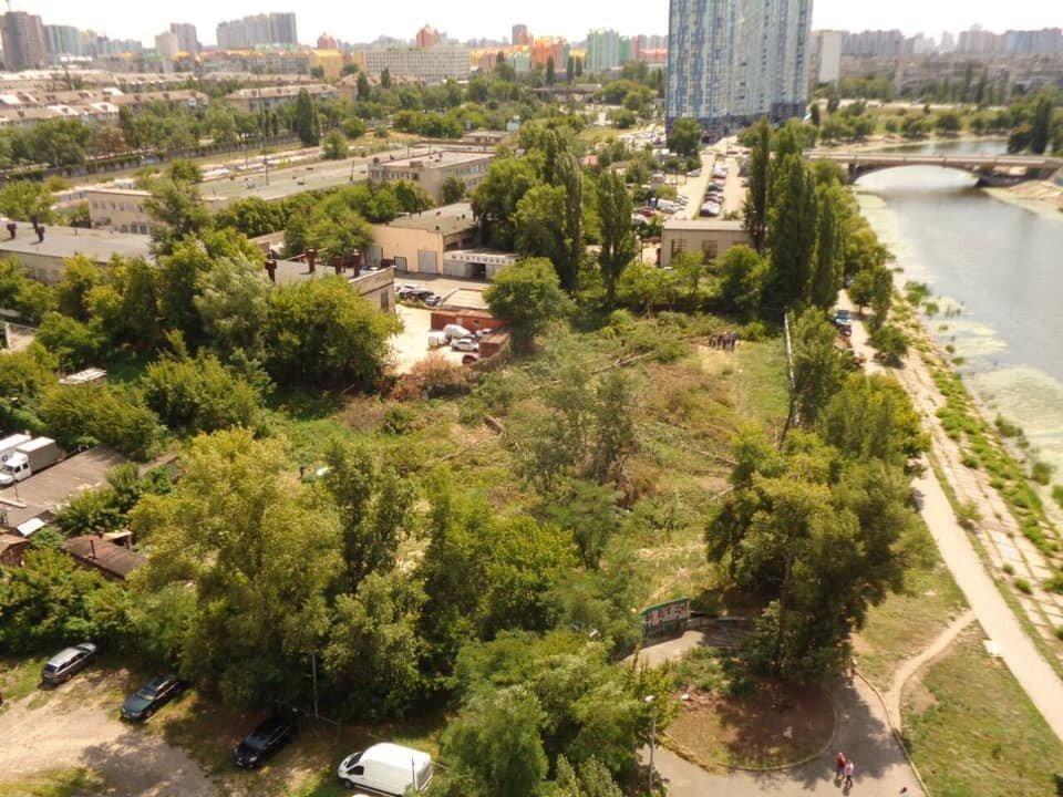 Картинка: На Русанівці на одну парковку побільшає