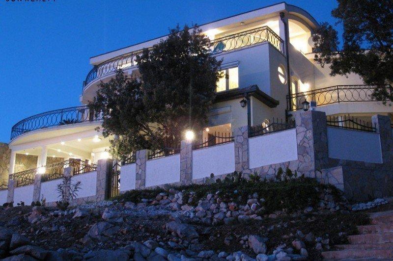 Продам недвижимость за рубежом Шикарная вилла на побережье Адриатического моря, город Бар