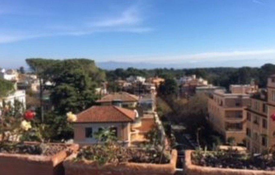 Продам нерухомість за кордоном Продається пентхаус в Римі