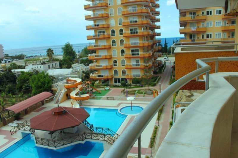 Rent property abroad 3 bedroom apartment in Alanya 50m from the sea for rent