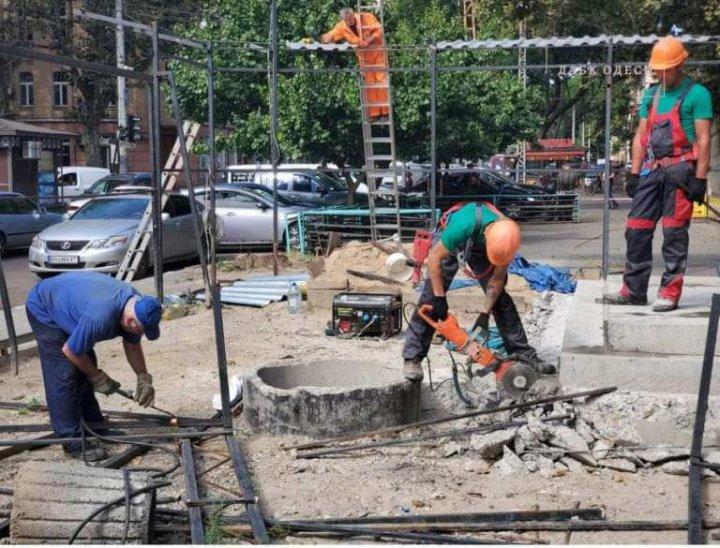 Одесский ГАСК смог лишь частично снести незаконную постройку на Ришельевской фото